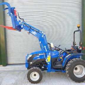 Solis 26 Compact Tractor on Industrial Wide Tyres 4in1 Loader and HD Muck Grab Wiltshire
