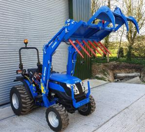 Solis 26 on Industrial Tyres with Solis 3200 Loader & Grab
