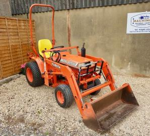 Kubota 1550 4wd Hydrostatic tractor with loader & bucket for sale in Dorset