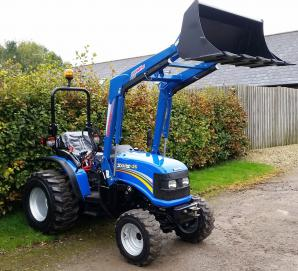 Solis 26 Compact Tractor - Agriduarte loader